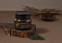 Mat_Na_Tra_Den_Black_Green_Tea_Mask_Review