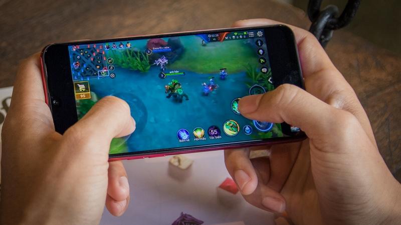 Điện thoại Oppo F9 4GB/64GB cho bạn thoải mái chơi game không lo giật lag