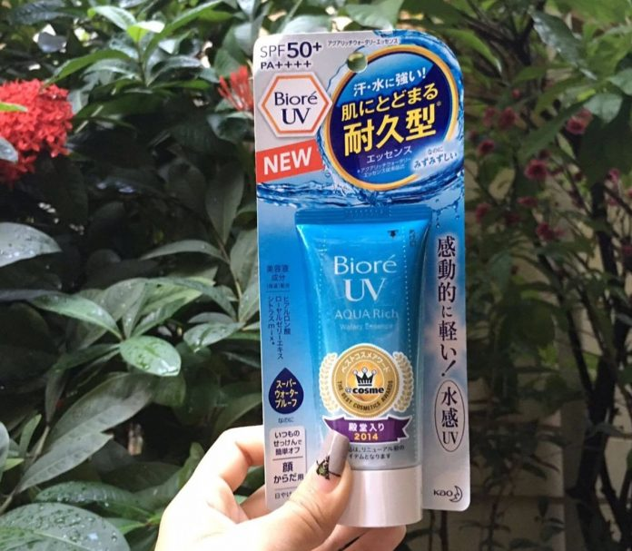 Review kem chong nang Biore Aqua Rich Watery Essence