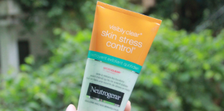 Review Sua Rua Mat Neutrogena Visibly Clear