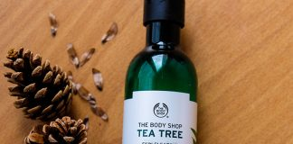 Review sữa rửa mặt The Body Shop tea tree -