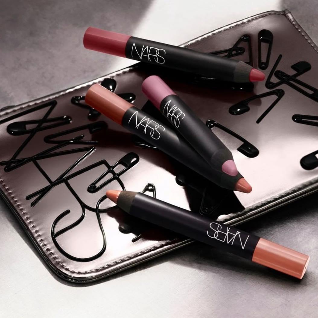 son môi Nars Velvet Matte Lip Pencil về độ bám màu